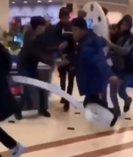 Moment gang of shameless youths steal entire display of smartphones from shopping centre