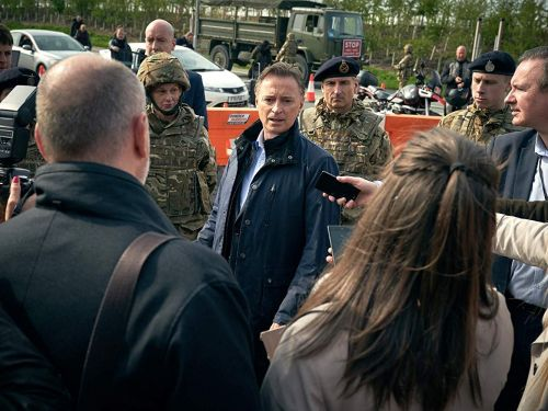 Who stars with Robert Carlyle innew Sky One political drama COBRA, and what time it's on tonight