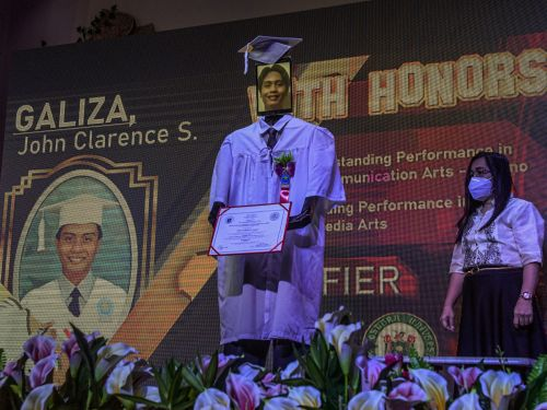 Sixth graders in the Philippines held a cyber graduations using remote-controlled robots - see how they did it