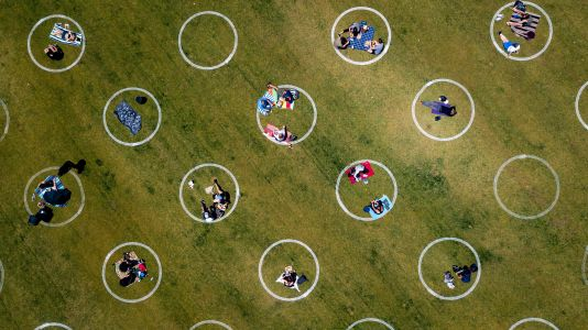 UK lockdown rules: How many people can I have in my garden and how many people can meet outside?