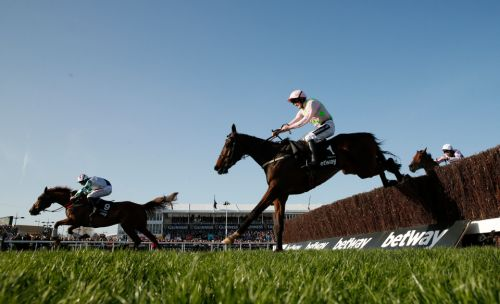 Thursday preview: Racecard, analysis and tips for the Clonmel Oil Chase as Douvan returns