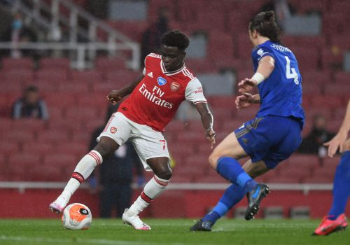 Robin van Persie sends message to Bukayo Saka after 'brilliant' assist against Leicester
