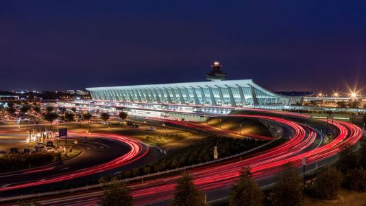 US airport passenger numbers drop below 200,000 a day