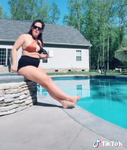 Teen Mom's Jenelle Evans bashes body shamers and insists she'll 'keep dancing' after she twerked in bikini