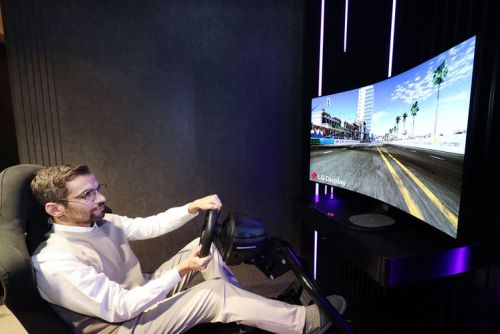 LG continues with adjustable, bendable OLED displays, this time for gaming