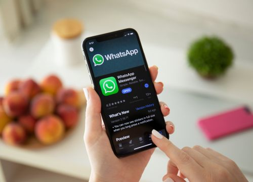 How to create a WhatsApp group using your iPhone or Android device
