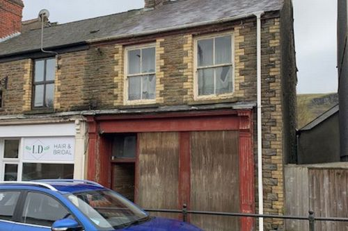 Newsagent that's been abandoned for 20 years goes on the market for £26,000