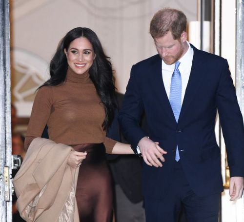 Harry And Meghan: Royal Family Locked In Crisis Talks As Queen Demands 'Workable Solution' For Couple 'Within Days'