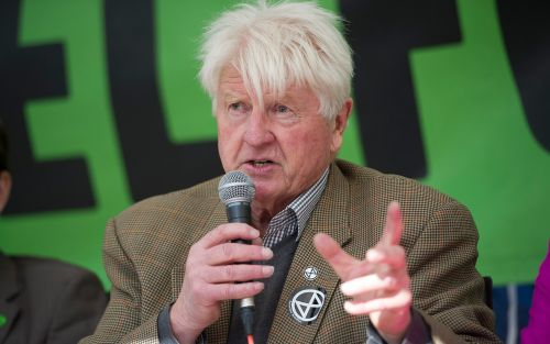 Boris Johnson's father Stanley 'sorry' after shopping without a face mask