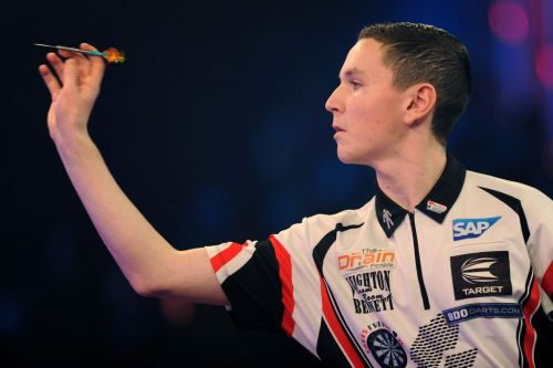 Peter Wright offers Leighton Bennett some advice as teenager continues to stun darts world
