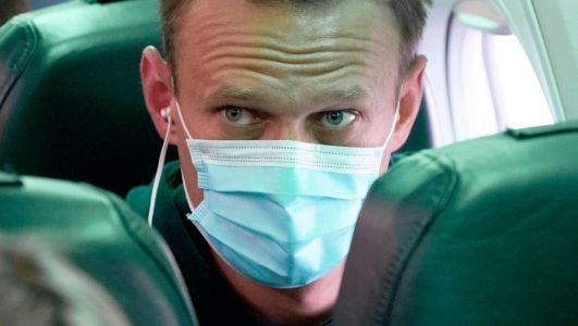 Putin critic: Alexei Navalny is detained at airport after returning to Russia
