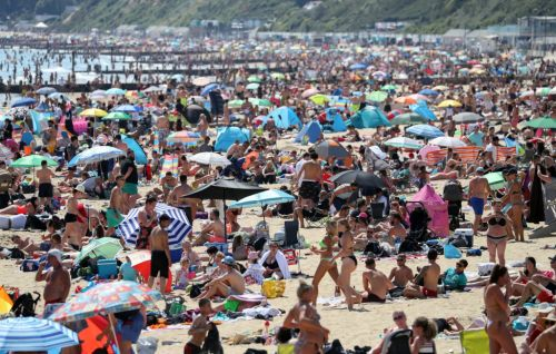 Beaches packed on last day of sunshine as rain and colder weather moves in