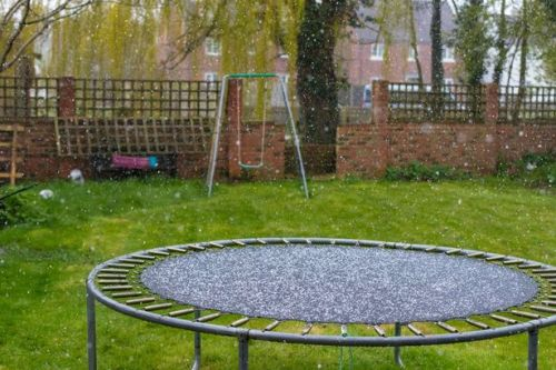 Snow falls on first day of summer as coronavirus lockdown continues