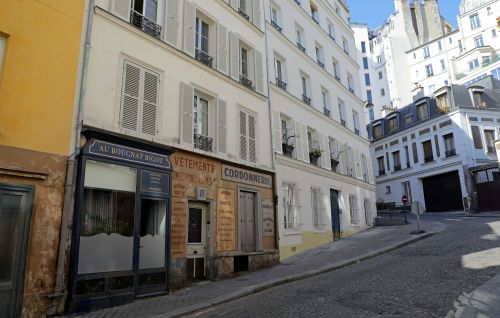 Coronavirus lockdown: streets stuck in Nazi-occupied Paris after 1942 set abandoned