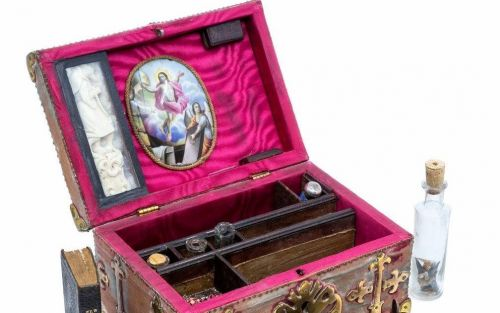 'Vampire-slaying kit' containing pocket-sized pistol could fetch up to £3,000 at auction