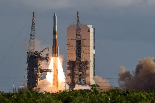 """Photos: Final """"single stick"""" Delta 4 rocket lifts off from Cape Canaveral"""