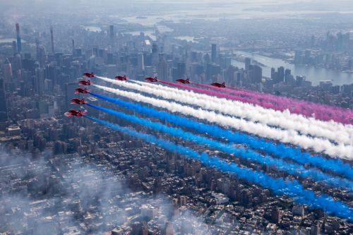 Stunning photos show the RAF's Red Arrows in historic flypast over Manhattan