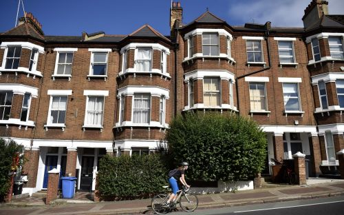 House prices in London pass £500,000 for the first time
