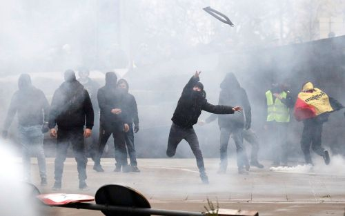Tear gas fired as anti-migration protesters clash with police outside EU in Brussels