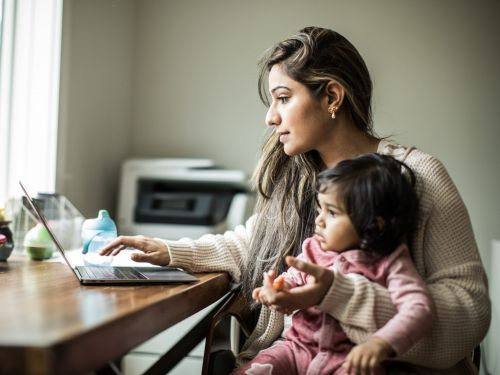 5 data points show the career-stifling decisions working moms had to make over the last year