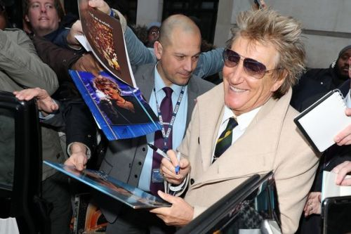 Rod Stewart to perform intimate gig to raise £1m for fight against cancer