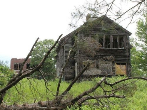 An abandoned former tuberculosis hospital in upstate New York just sold at auction for $55,100 - take a look inside the crumbling sanatorium