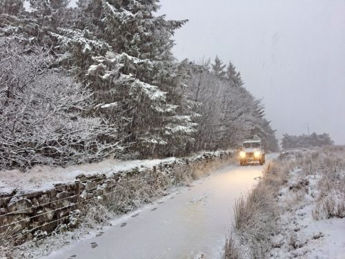 UK weather - Snow hits England and Wales as Met Office warn of travel chaos