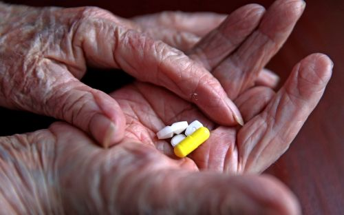 GPs being paid for handing out statins puts off patients, review finds