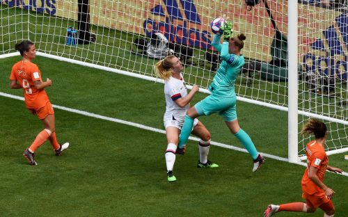 Sam Mewis says prospect of winning Champions League attracted her to Manchester City