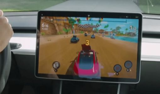 Tesla's Elon Musk Demos In-Car Video Games