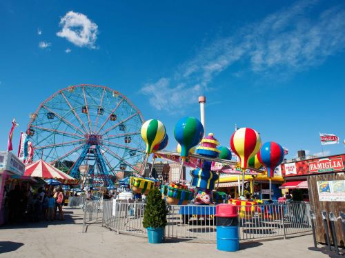 Here's how much money workers make at America's amusement parks