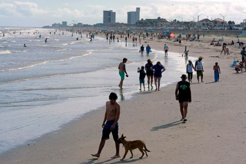 The beach may actually be one of the safest places you can go on Memorial Day weekend. Here's how to minimize your risk