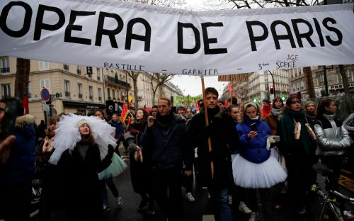 Pension strikes have cost the Opera de Paris more than £2m in a week as ballet stars march