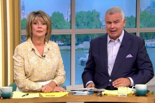 Eamonn Holmes styles Ruth Langsford's hair for This Morning
