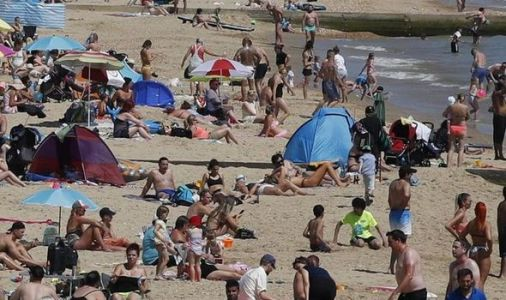 Health officials give last minute lockdown plea as Brits flood to packed beaches