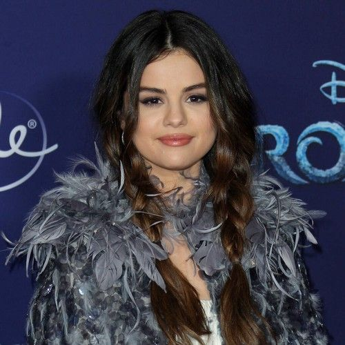 Selena Gomez 'sick and angry' over music moguls' treatment of pal Taylor Swift