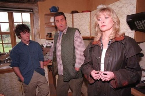 Johnny Leeze dead: Emmerdale and Coronation Street star dies aged 78
