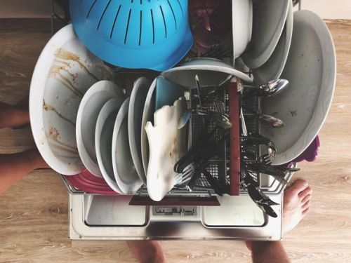 How To Load A Dishwasher Correctly: The Definitive Guide