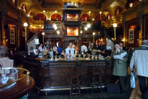 English pubs, cinemas and restaurants to collect customer details to trace virus