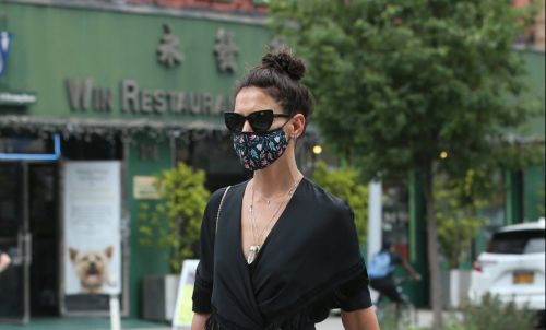 Katie Holmes turns literal heads as she turns streets of New York into her very own catwalk