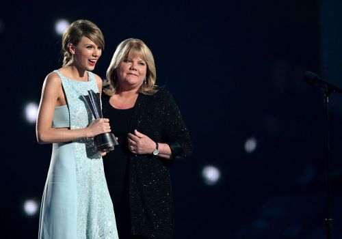 Taylor Swift's mum Andrea diagnosed with brain tumour amid cancer battle