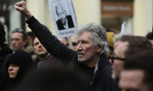 Julian Assange protest: Pink Floyd singer & Vivienne Westwood demand Wikileaks chief freed