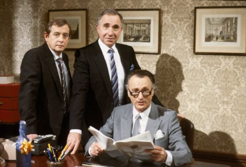 Derek Fowlds dead - Yes Minister and Heartbeat star dies at the age of 82