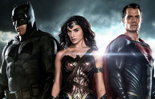"""Zack Snyder says his 'Justice League' ends on a """"massive cliffhanger"""""""