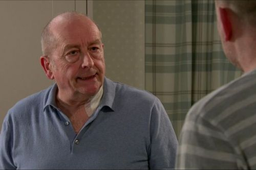 Corrie's Geoff caught red-handed by son Tim deleting incriminating evidence