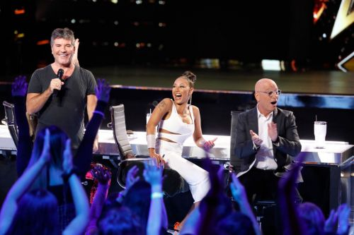 Simon Cowell 'doing spectacularly' after 'breaking his back' in horror accident, says Howie Mandel