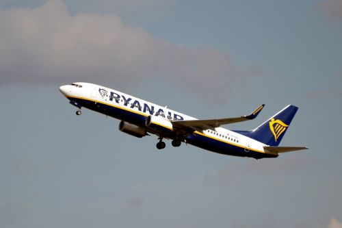Ryanair launches mega sale with flights from £5.99