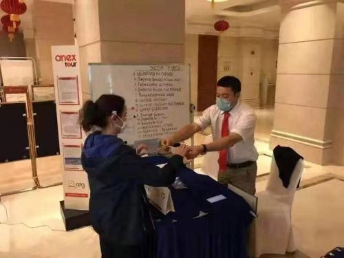 Sanya offers free masks to int'l tourists amid epidemic control