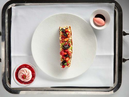 London's Newest Three-Michelin-Starred Restaurant Is a 'Perplexing Kind of Awful'