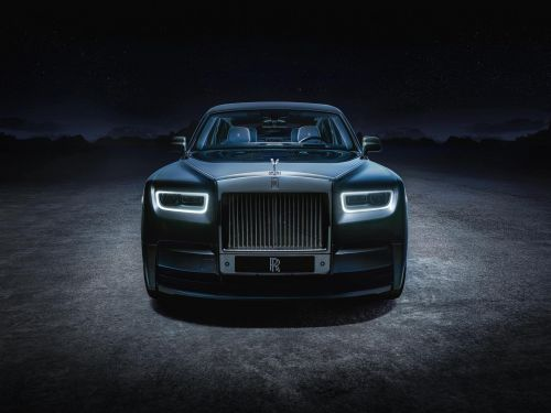 Rolls-Royce's new custom cars add a glowing pulsar star to the ceiling of the $500,000 Phantom - see inside